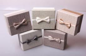 """Коробка подарочная """"Бантик с надписью"""" маленькая"""